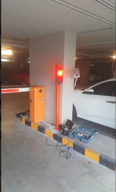 100mm traffic light for parking lots application